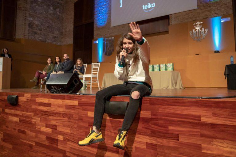 Sara Socas en la presentación del álbum de cromos Juegan ellas, ganamos todos